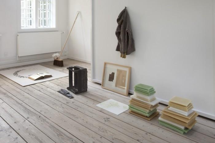 Udsnit af udstillingen med værker af Veo Friis Jespersen, Tina Maria Nielsen og Eva Steen Christensen.